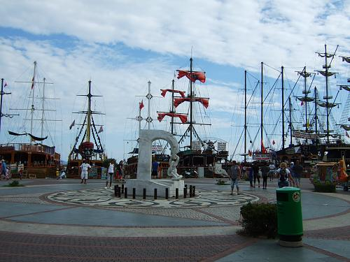 Нажмите на изображение для увеличения Название: Пирасткие корабли в Аланьи.jpg Просмотров: 165 Размер:94.2 Кб ID:275