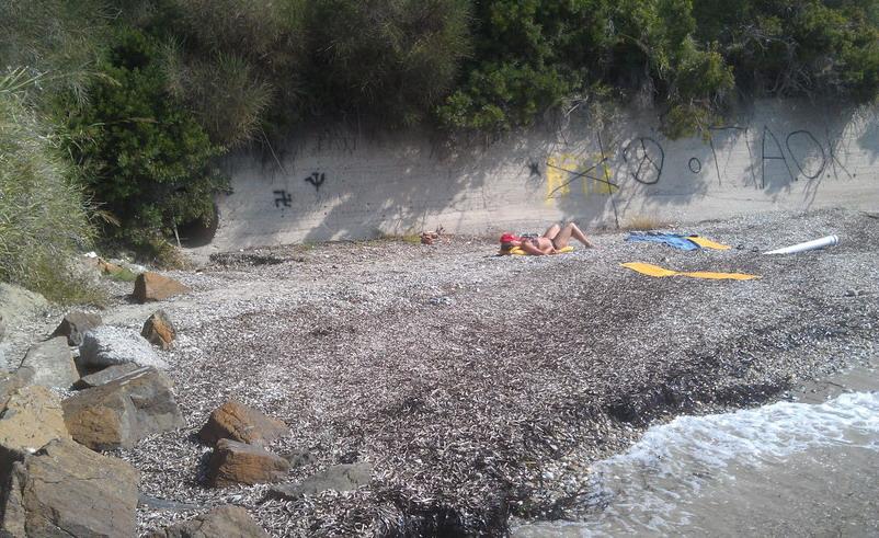 Название: Пляж у моря в Греции.jpg Просмотров: 174  Размер: 191.6 Кб